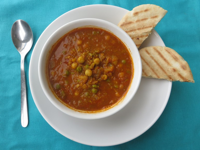 Vegan quick chickpea curry soup