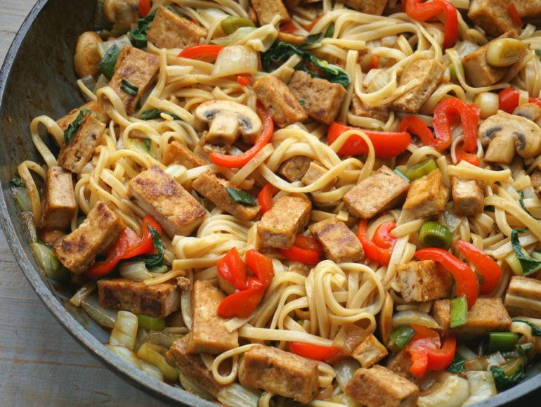 Basic vegan stir fry with tofu