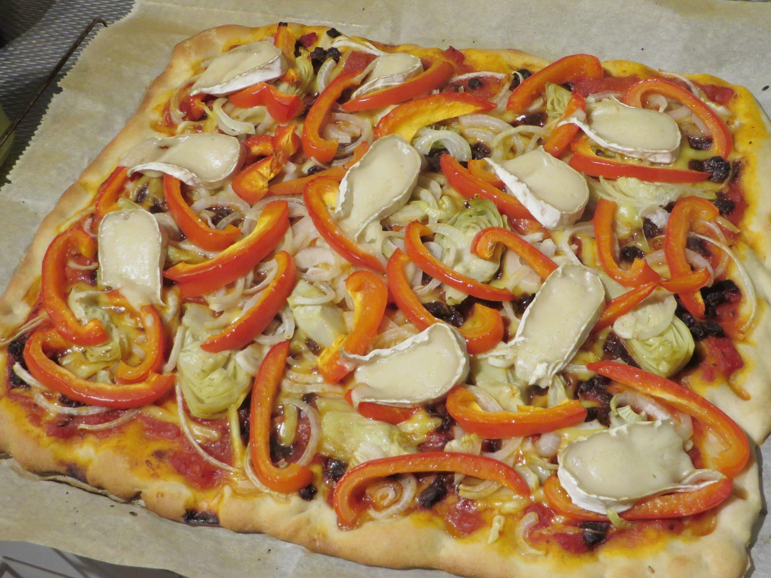 Vegan brie pizza