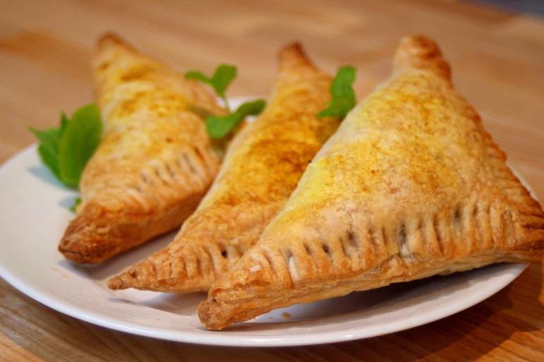 Spicy lentil pastry vegan sambusa